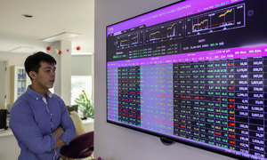 VN-Index surges on interest rate cuts